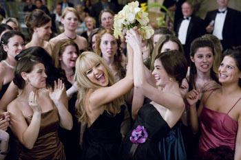 Kate Hudson (r.), Anne Hathaway (l.) © 2008 Twentieth Century Fox