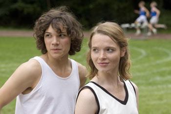 Marie (Sebastian Urzendowsky) und Gretel (Karoline Herfurth) / © Filmladen Filmverleih