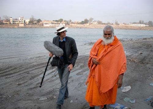 David Sieveking mit Swami / ©  Poool Filmverleih