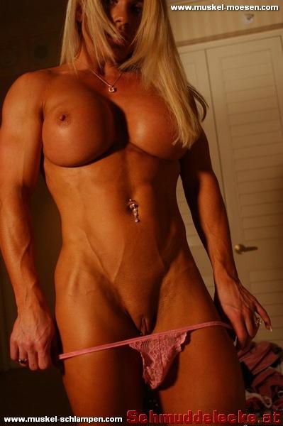 Nackte Bodybuilderin