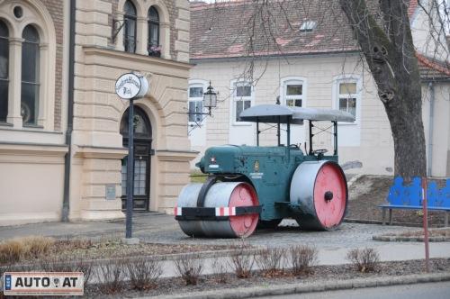 Oldtimermuseum stockerau fotos oldtimer auto at for Auto stockerau
